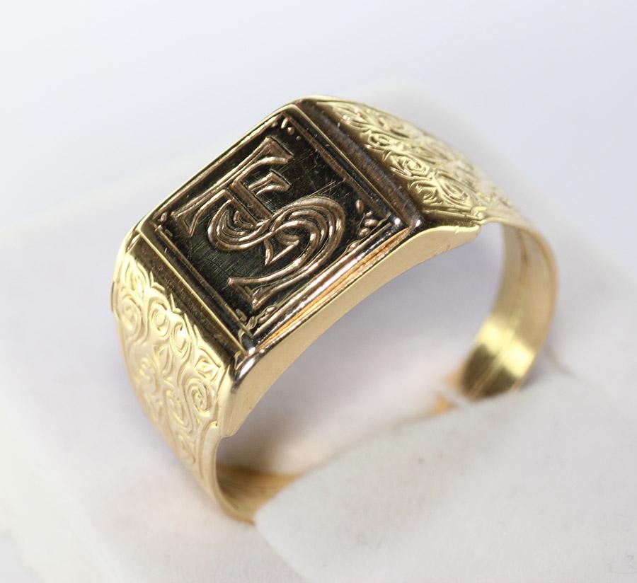 4586f5f1f Pánský pečetní prsten s monogramem - 200 šperků online