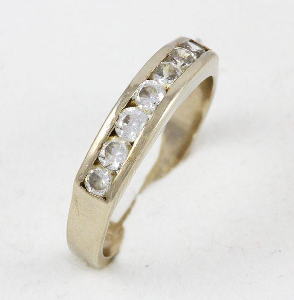 Prsten z bílého zlata se zirkony