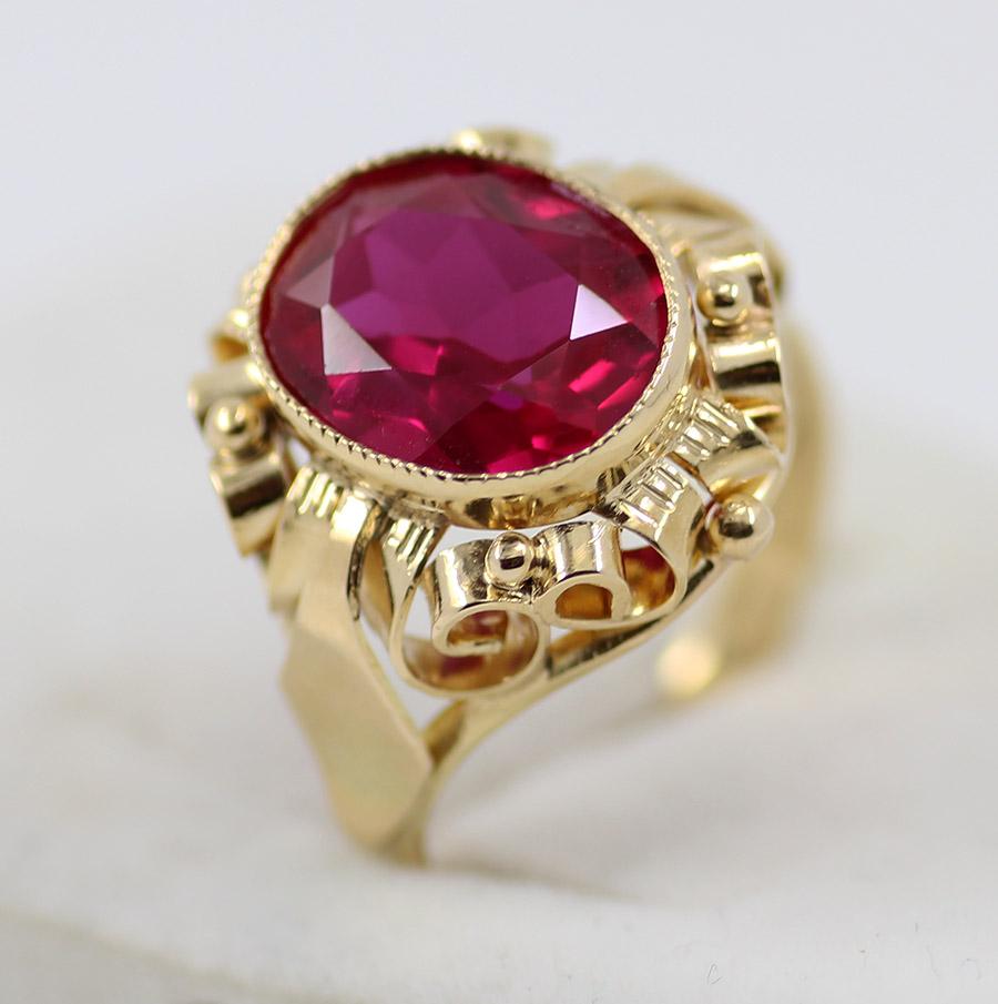 0b5e247ad Zlatý prsten s červeným kamenem - 200 šperků online