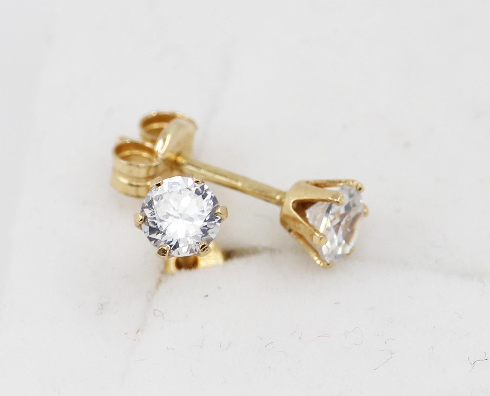 9c3474d86 Zlaté náušnice zirkony - 500 šperků online