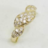 Dámský zlatý prsten s kameny zdobený