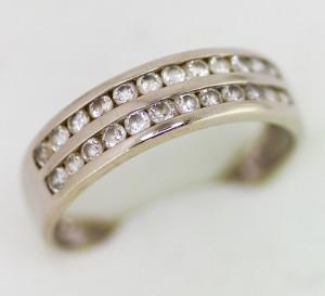 Prsten s kameny v bílém zlatě