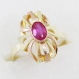 Zlatý prsten s červeným kamenem barokní