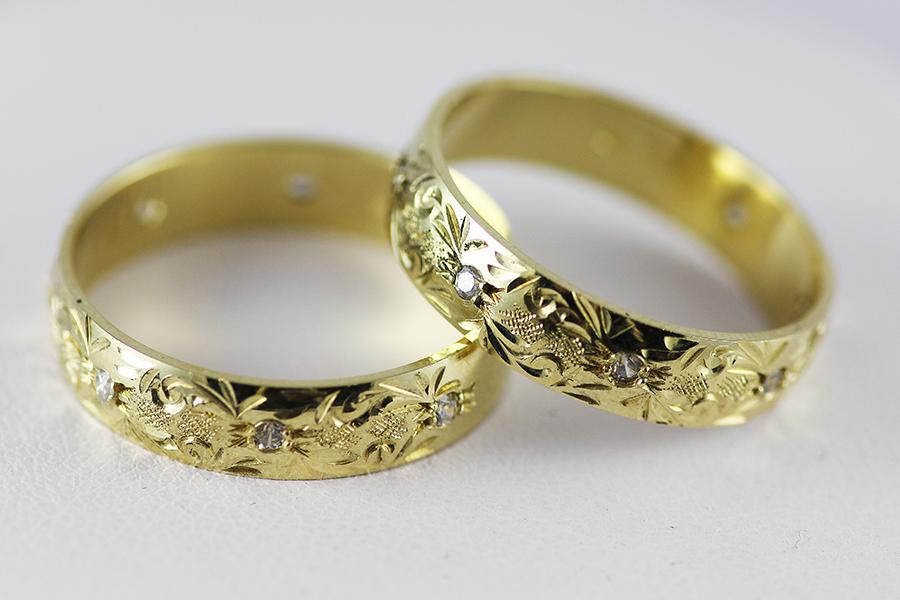 Snubní prsteny ryté s kamínky