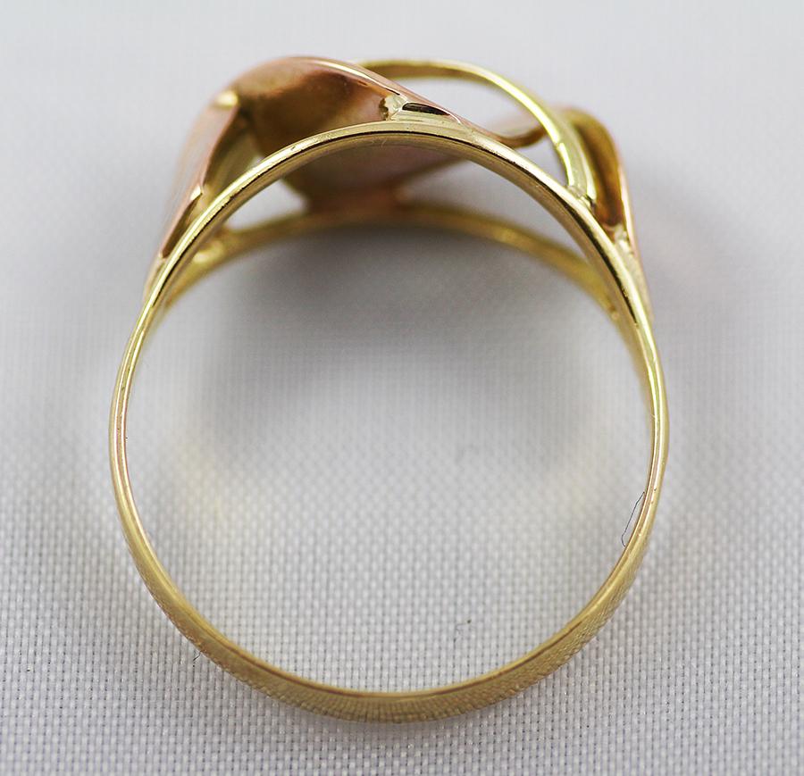 Zlatý prstýnek s vystouplou vlnou