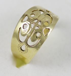 Prsten vyřezávaný celozlatý