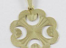 Zlatý přívěsek zdobený čtyřlístek