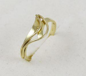Celozlatý prsten vlny