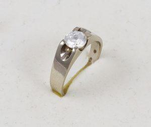 Prsten v bílém zlatě se zirkonem