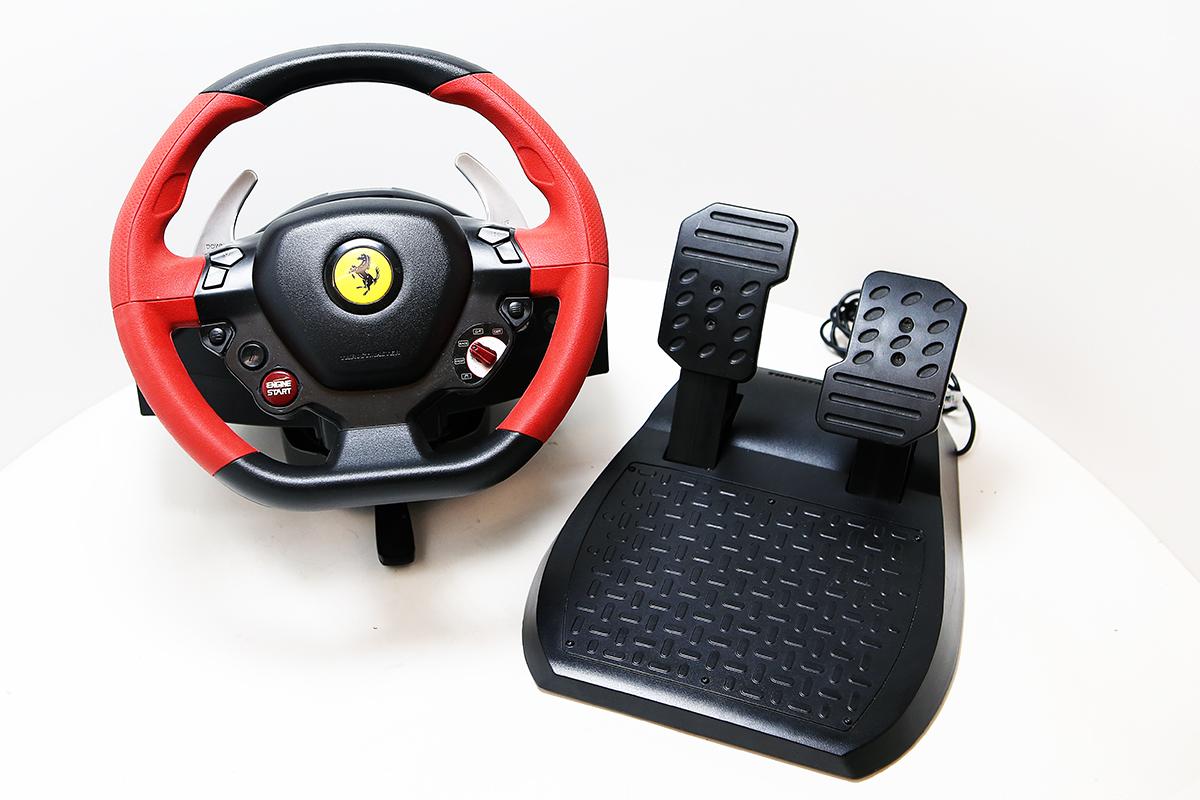 hern volant thrustmaster ferrari 458 spider racing wheel. Black Bedroom Furniture Sets. Home Design Ideas