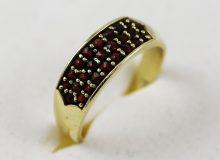 Zlatý prsten české granáty