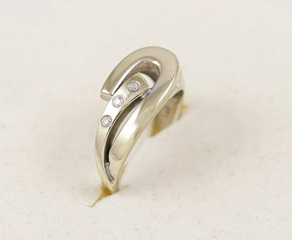 Prsten v bílém zlatě s kameny masivní