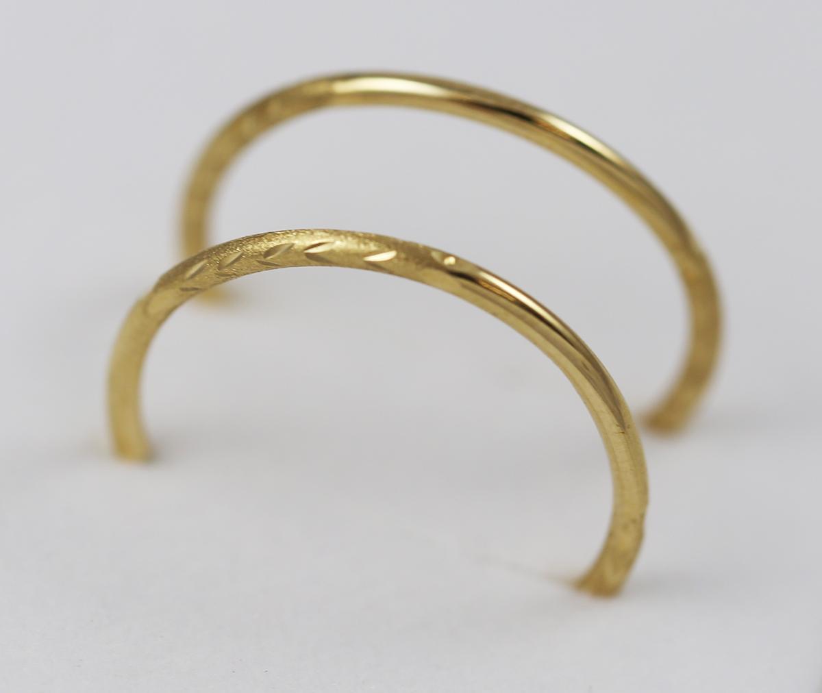 01bad4a5f Zlaté náušnice kruhy ozdobené matováním a vrypy - Zastavárna a Bazar ...