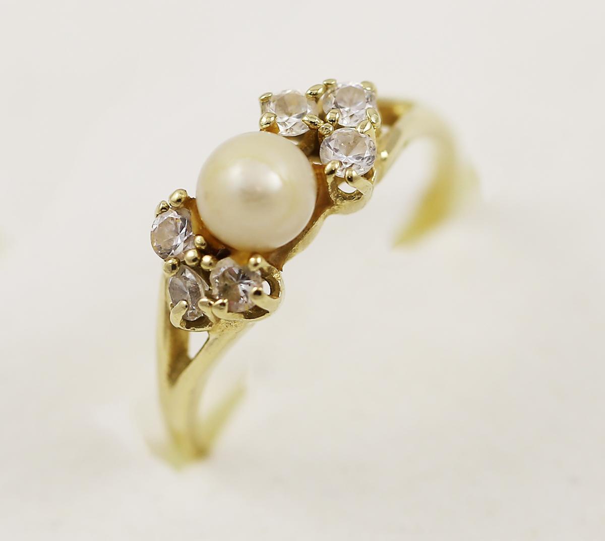 Zlatý prsten s perlou a zirkony - Zastavárna a Bazar Zlín - U radnice c98a6f914b8