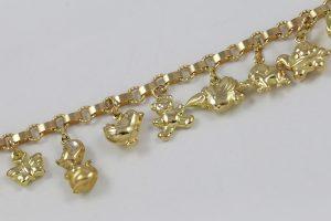 Zlatý náramek s jedenácti přívěsky