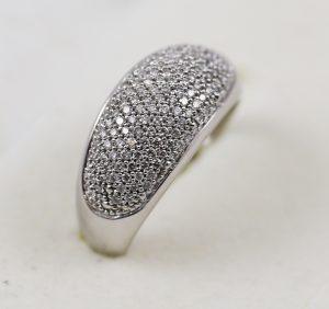 Prsten v bílém zlatě s diamanty
