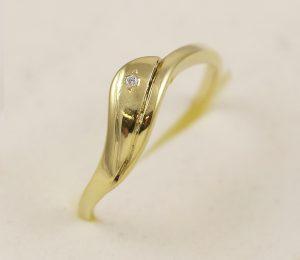 Prsten se zirkonem
