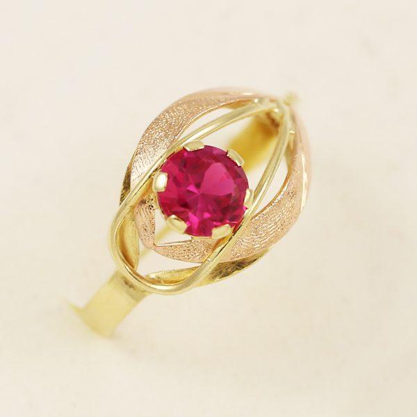 Prsten oko s kamenem