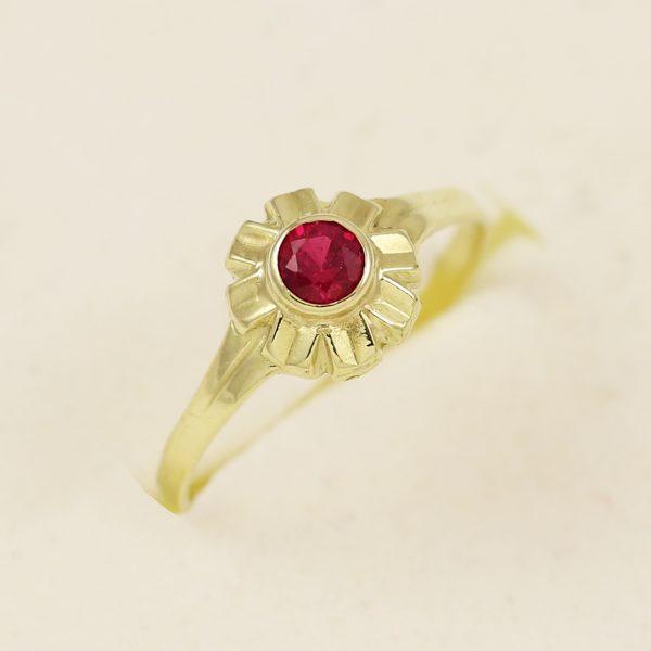 Prsten květinka s červeným kamenem