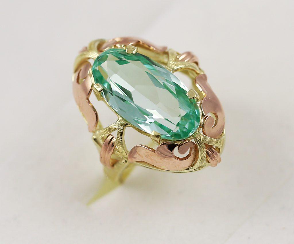 Barokní zlatý prsten se zelenomodrým kamenem