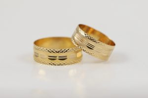 Luxusní zlaté snubní prsteny v 18k
