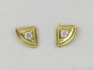Zlaté náušnice zakulacené trojúhelníky
