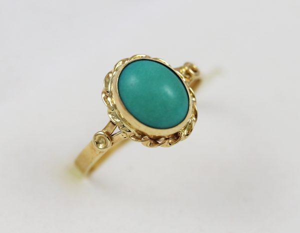 Prsten se zeleným kamenem