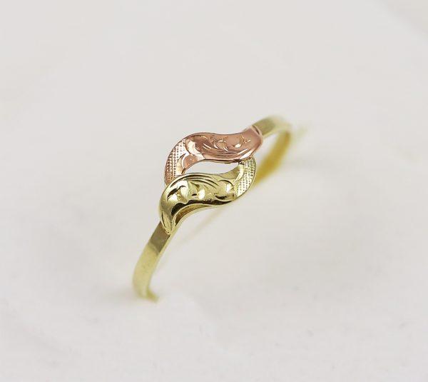 Jemný prstýnek v kombinaci zlata