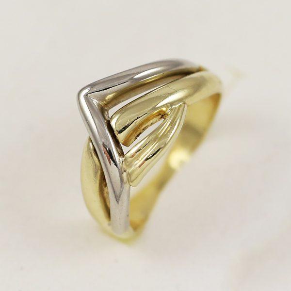 Mohutný zlatý prsten v kombinaci barev