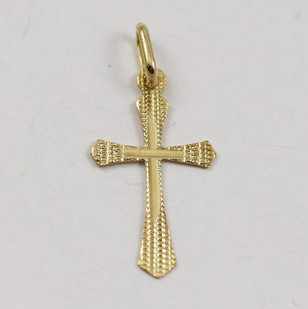 Zlatý křížek s rytím ve středu