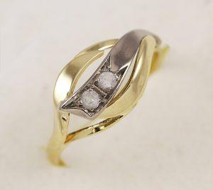 Prsten v kombinaci s kameny