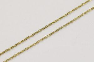 Zlatý řetízek s do kříže propojenými kroužky