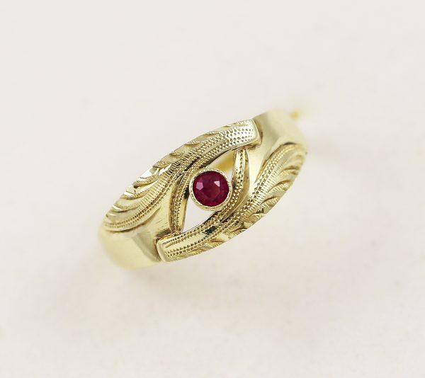 Zlatý prsten červený kamínek