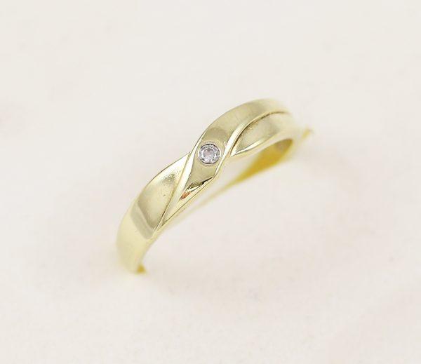 Zlatý prsten jeden zirkon