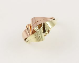 Zlatý masivní prsten v kombinaci