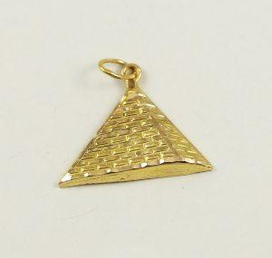 Zlatý přívěsek pyramida
