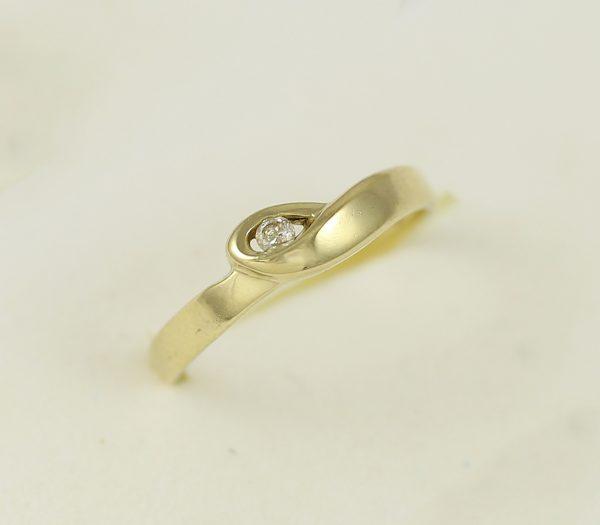 Zlatý prsten očko zirkon