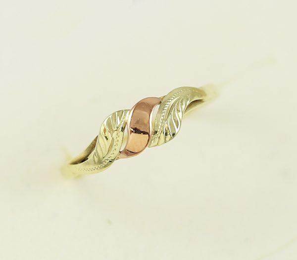 Zlatý prsten elegance v kombinaci