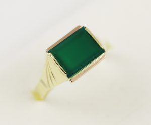 Zlatý pánský prsten zelený kámen