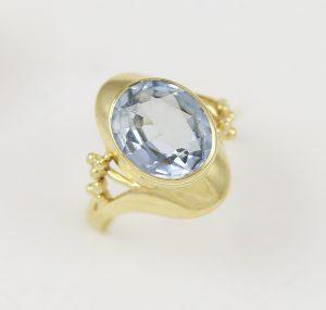 Zlatý prsten velký kámen