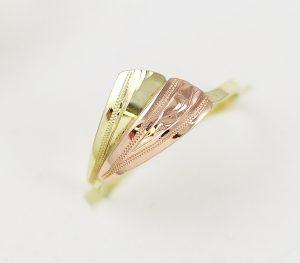 Zlatý prsten dvě pérka