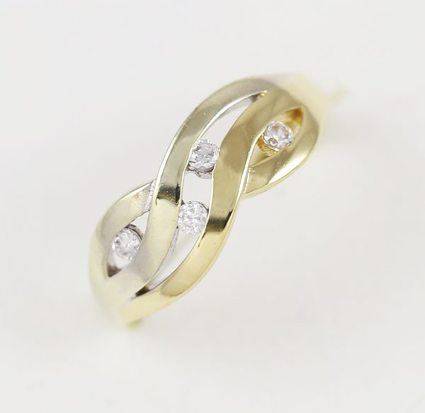 Prsten propletené zirkony