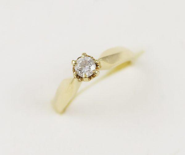Zásnubní prsten s velkým zirkonem