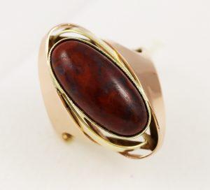 Prsten masivní s kamenem