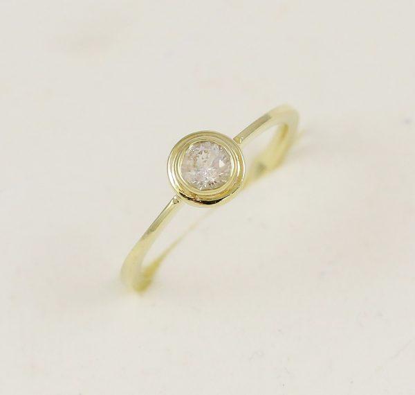 Zlatý zásnubní prstýnek retro