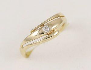 Zlatý prsten ozdobný s očkem