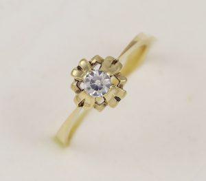 Prsten se zirkonem zásnubní