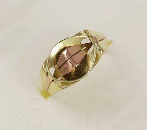Prsten retro v kombinaci zlata