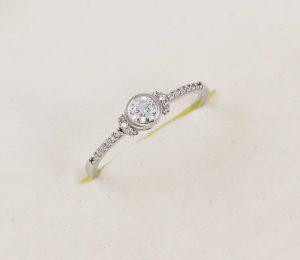 Prsten zásnubní v bílém zlatě