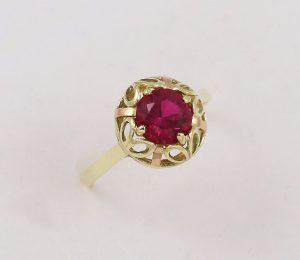 Prsten červený kámen retro